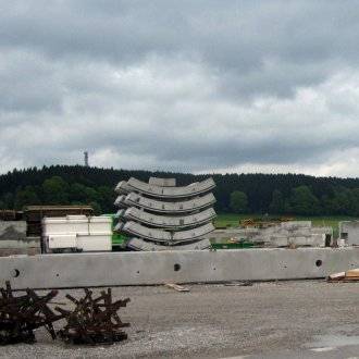 Bridge element made with precast concrete <br />