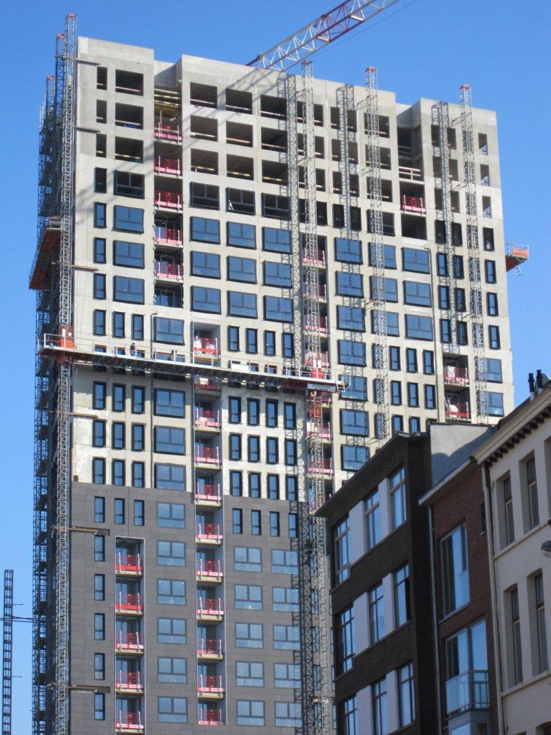 Prestressed Concrete Buildings : Multi story buildings made with precast concrete elements