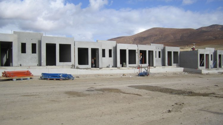 Earthquake proof precast housing