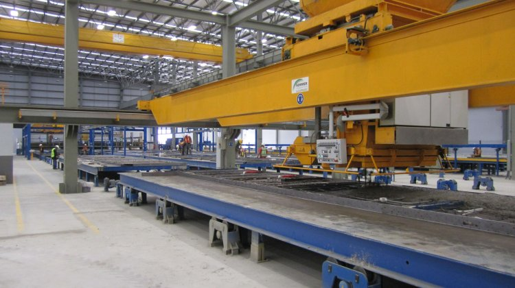 Pallet carousel system for precast elements