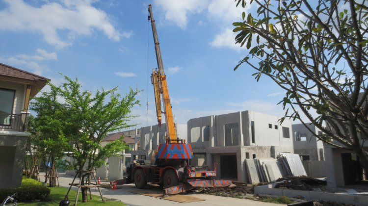 Assembly of precast elements with a crane