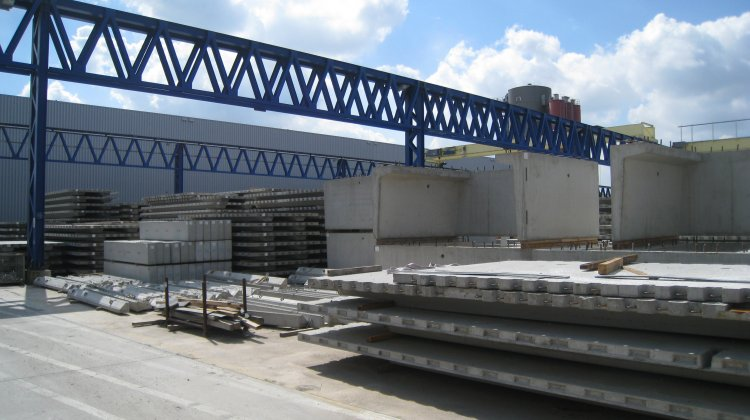 Factory for: baseplates, slabs, special elements made with precast concrete
