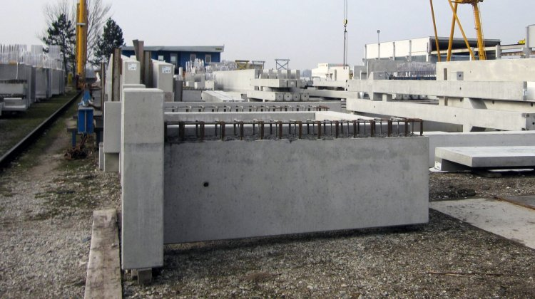 Complex special elements made with precast concrete