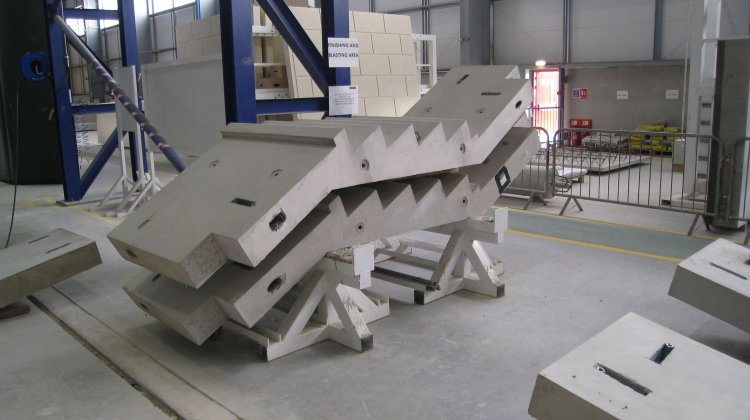 Stair elements made with precast concrete